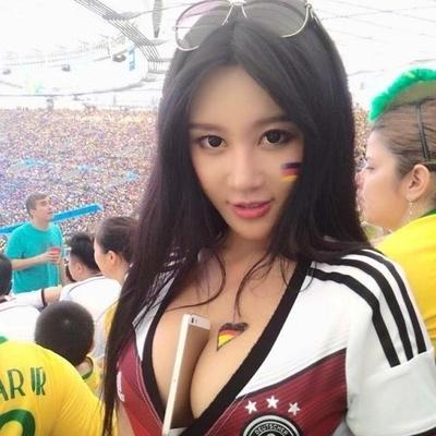 Футбол и девушки: самые яркие футбольные болельщицы (фото)