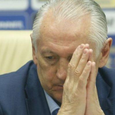 На месте Фоменко в Украину не возвращался бы, - соцсети об игре с Польшей