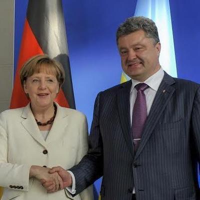 Меркель призвала Порошенко срочно выполнить свою часть