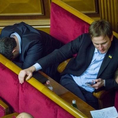 Нардепы получили 2,3 млн гривен надбавок за интенсивность труда в сентябре