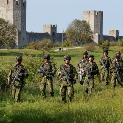 Росийская угроза: Швеция планирует призывать в армию женщин