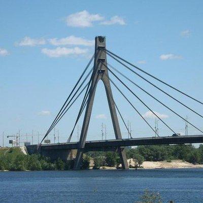В Киеве возле моста обнаружили труп без головы, рук и ног (фото 18+)