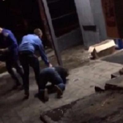 В супермаркете охранники избили покупателя, который не заплатил за товар (видео)