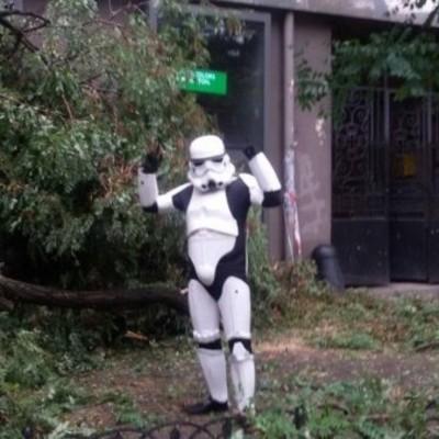 Люди Дарта Вейдера вышли на уборку улиц Одессы (фото)