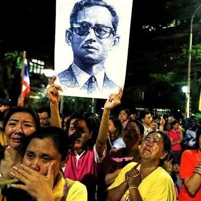 В Таиланде начался 30-дневный траур после смерти короля