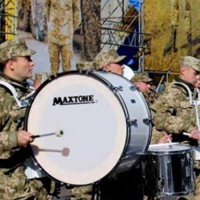 Военный оркестр устроил концерт в центре Киева