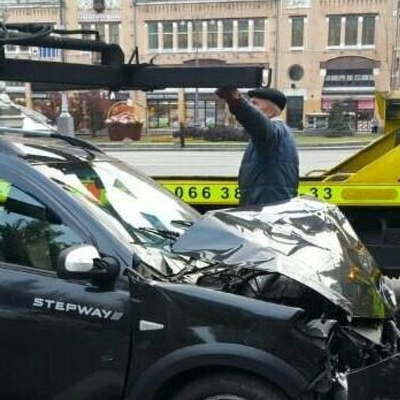 На Бессарабской площади дипломат Азербайджана разгромил три автомобиля (фото)