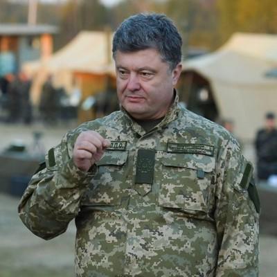 Заявление Порошенко: с конца октября армия становится контрактной
