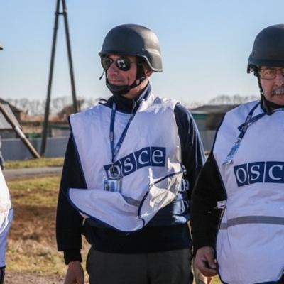Наблюдатели ОБСЕ попали под обстрел в районе Золотого