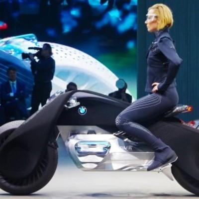 BMW придумали мотоцикл, с которого невозможно упасть (фото, видео)