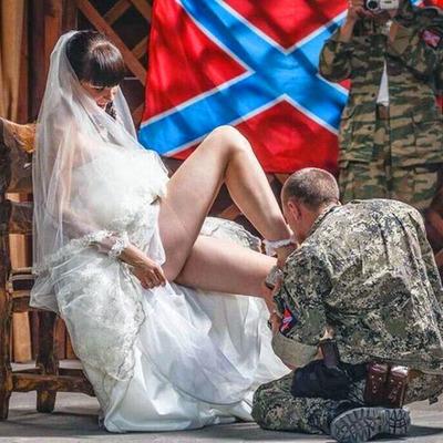 Жена Моторолы на похороны мужа пришла в вульгарном наряде (фото)