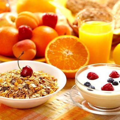 Завтракайте правильно: продукты, которые можно и нельзя есть натощак