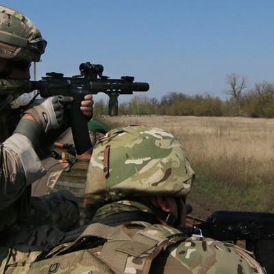 Боевики обстреляли КПВВ «Майорск», сгорели два авто
