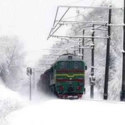 Из-за непогоды из графика выбилось около 30 поездов