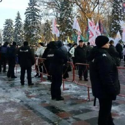 Атошники призывают участников протестов в Киеве не расшатывать страну