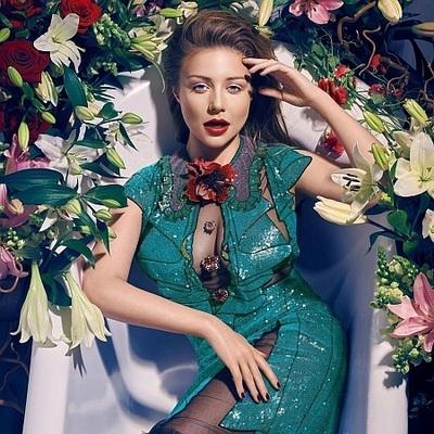Кароль снялась в ванне с цветами и рассказала о двух днях на нулевом меридиане
