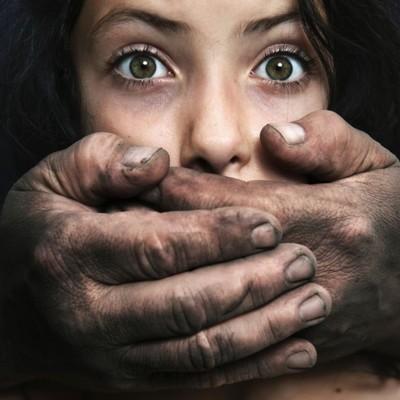 В Дубае изнасилованную туристку полиция арестовала и обязала заплатить штраф