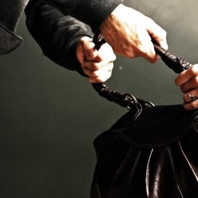 Сама себе полиция: Киевлянка собственноручно задержала грабителя (фото)