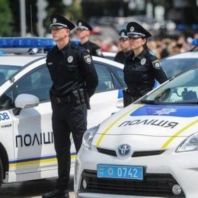 Напавшего на полицейскую в Киеве - задержали
