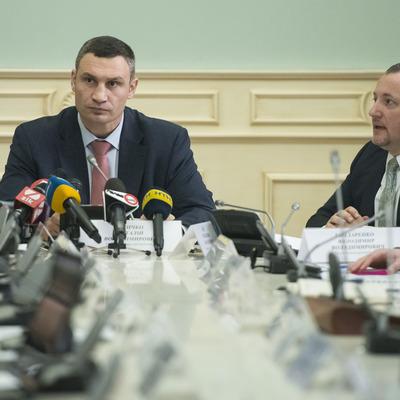 Виталий Кличко поручил главам районов и Департамента транспорта проверить ночные парковки в Киеве