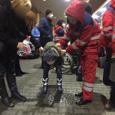 В Киеве забрали из поезда 18 детей с отравлением: 3 в тяжелом состоянии