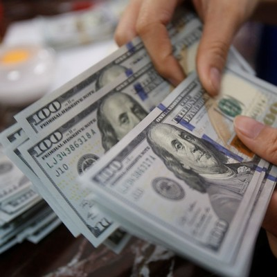В Киеве грабители на мотоцикле отобрали у женщины рюкзак с деньгами