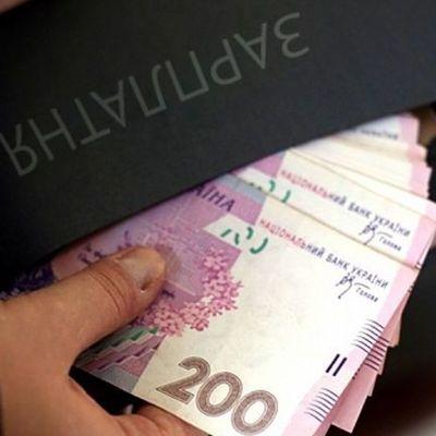 Кабмин повысил должностные оклады работников бюджетной сферы