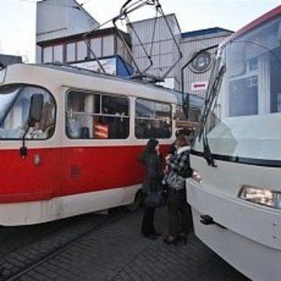 В Киеве в районе Лукьяновки парализовано движение трамваев