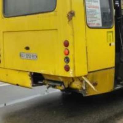 В Киеве иномарка врезалась в маршрутку с пассажирами