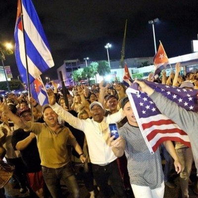 У кого-то горе, а американские кубинцы празднуют смерть Кастро (Фото)