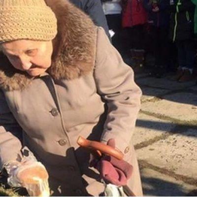 В Сети обсуждают трогательный поступок бабушки в Краматорске (фото)