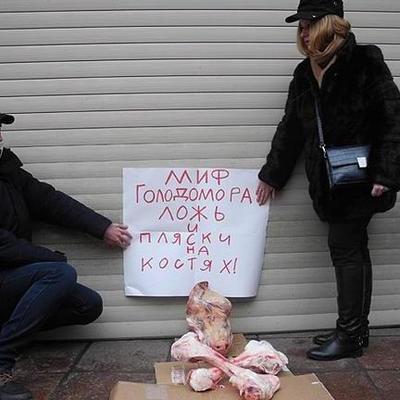 В Москве перед украинским культурным центром издевались над памятью жертв Голодомора
