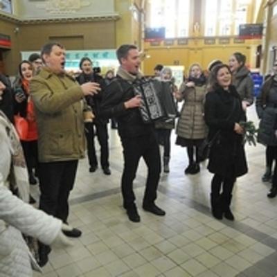 На московском вокзале исполнили украинскую народную песню (видео)