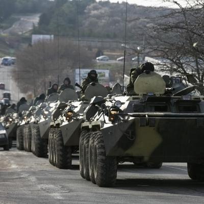 В Крыму зафиксировали масштабные маневры военной техники (Видео)