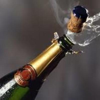 В Сети появилось видео избиения российского бизнесмена бутылкой шампанского (видео 18+)