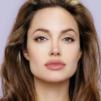 СМИ: Джоли похудела до 34 килограммов