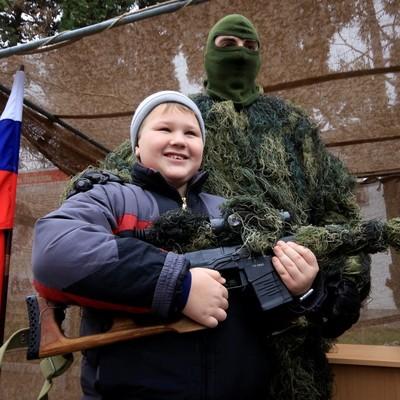 Активист отметил, что на улицы городов Крыма вывели военную технику, чувствуется психоз