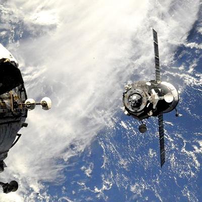 Российский космический грузовик Прогресс потерял контакт с Землей