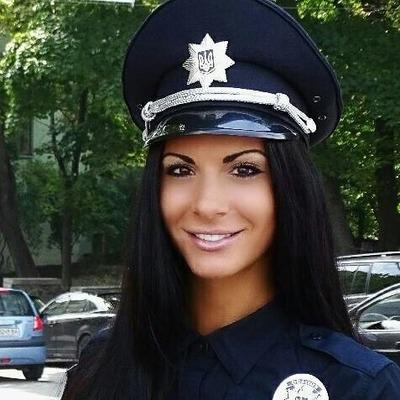 Полицейская Милевич живет за счет бывших и не верит в любовь без денег (фото)