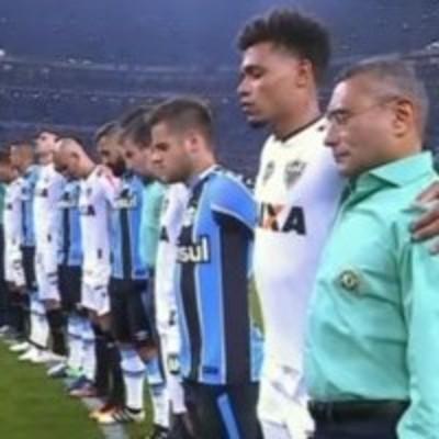 Печальная минута молчания перед финалом Кубка Бразилии (видео)