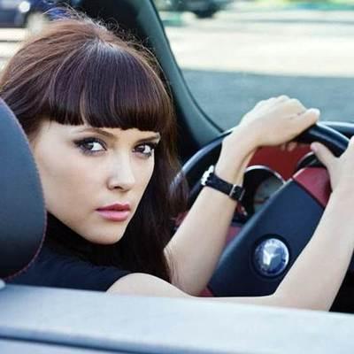 Психологи выяснили, что женщины за рулем ведут себя нахальнее мужчин