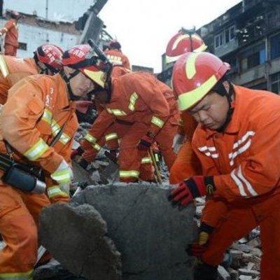 Взрыв на подпольном заводе фейерверков в Китае (Видео)