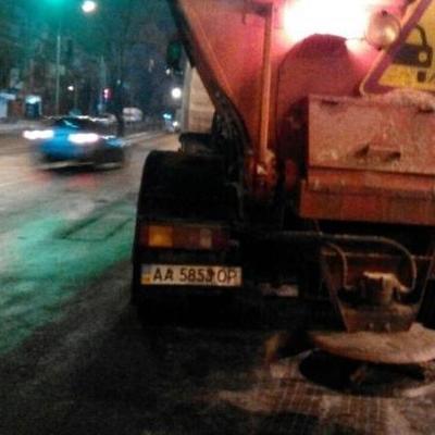 Улицы Киева от снега чистят более 200 машин
