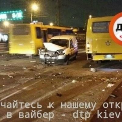Киевский маршрутчик удивил поведением после ДТП