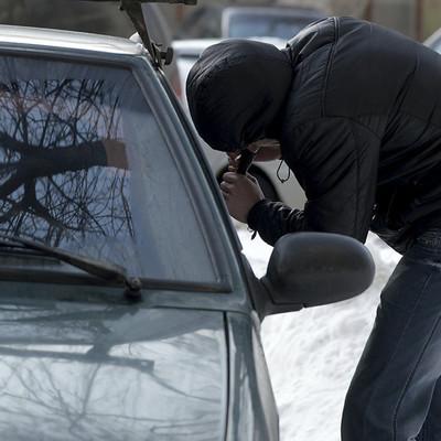 А где же полиция: Киевлянин задержал угонщиков своего автомобиля (Видео)