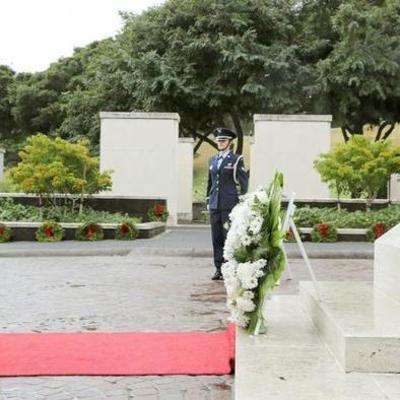 Премьер Японии прибыл с историческим визитом в Перл-Харбор