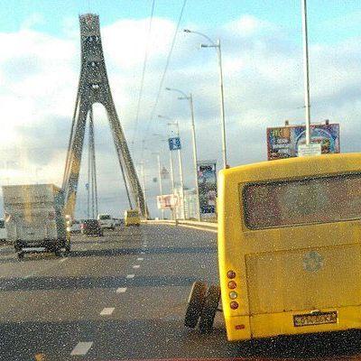 В Киеве у маршрутки на ходу отпали колеса (фото)