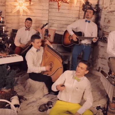 Бандуристы спели на украинском языке хит Jingle Bells (видео)