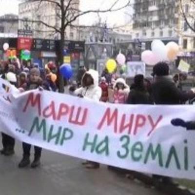 В Киеве дети вышли на марш «Мир на земле»