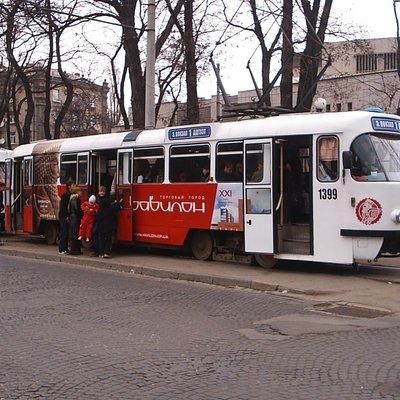 В Киеве трамвай около 30 метров тянул за собой пассажира